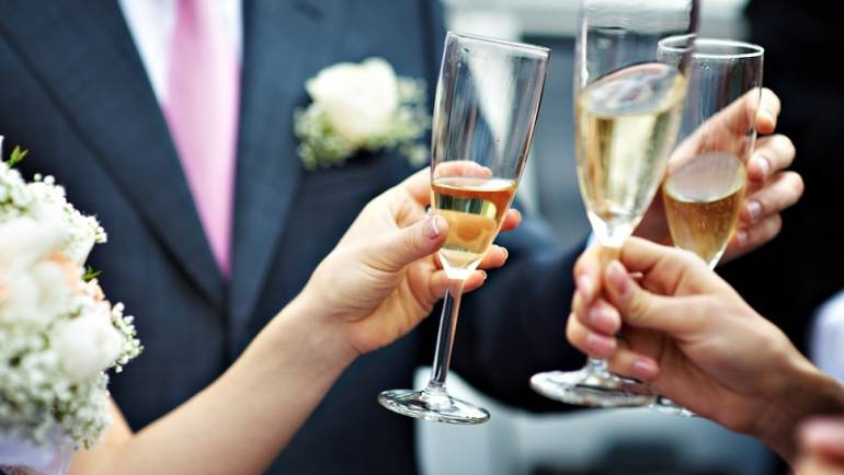 Paying for your wedding? 6 Tips and Tricks